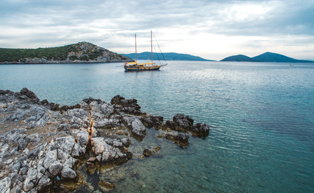 Sailing cruise vacations in the Greek Islands & Turkish Aegean